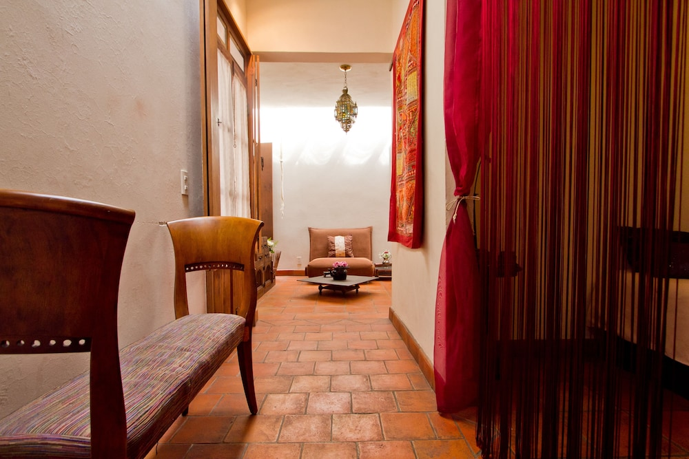 Hotel boutique la casa del naranjo deals reviews for Hotel luxury queretaro