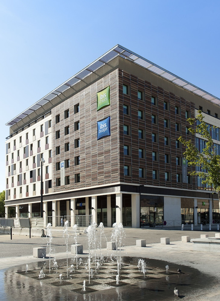 Book ibis styles nimes gare centre nimes hotel deals for Hotels nimes