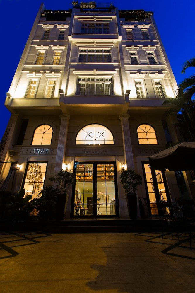 Front of Property - Evening/Night, The Alcove Library Hotel