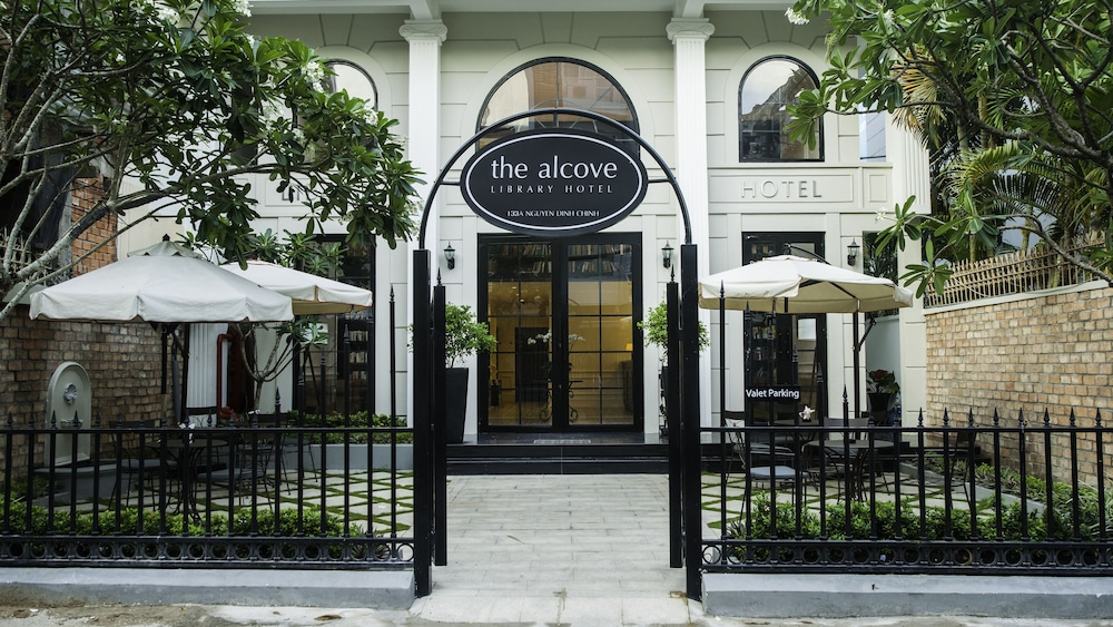Featured Image, The Alcove Library Hotel