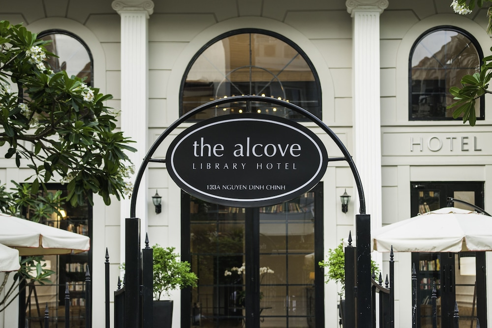 Exterior detail, The Alcove Library Hotel