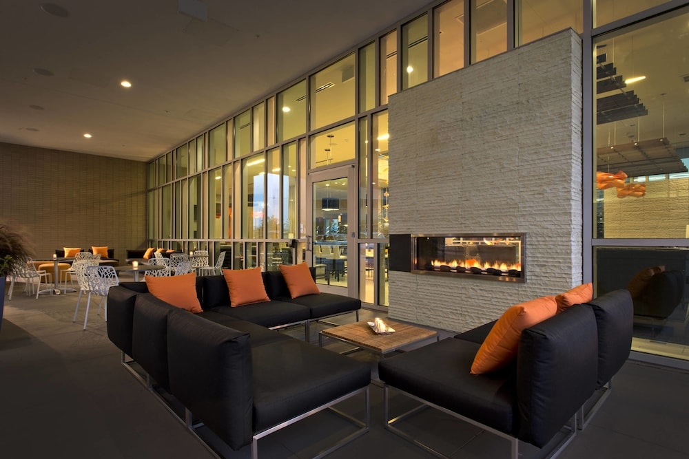 Fireplace, SpringHill Suites by Marriott Denver Downtown