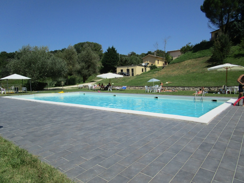castello di cisterna black singles Relais il castello: wonderful stay with great food and friendly staff - see 433 traveler reviews, 322 candid photos, and great deals for relais il castello.