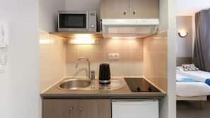 Réfrigérateur, micro-ondes, lave-vaisselle, bouilloire électrique