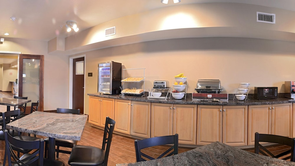 Breakfast Area, Comfort Inn & Suites Page at Lake Powell