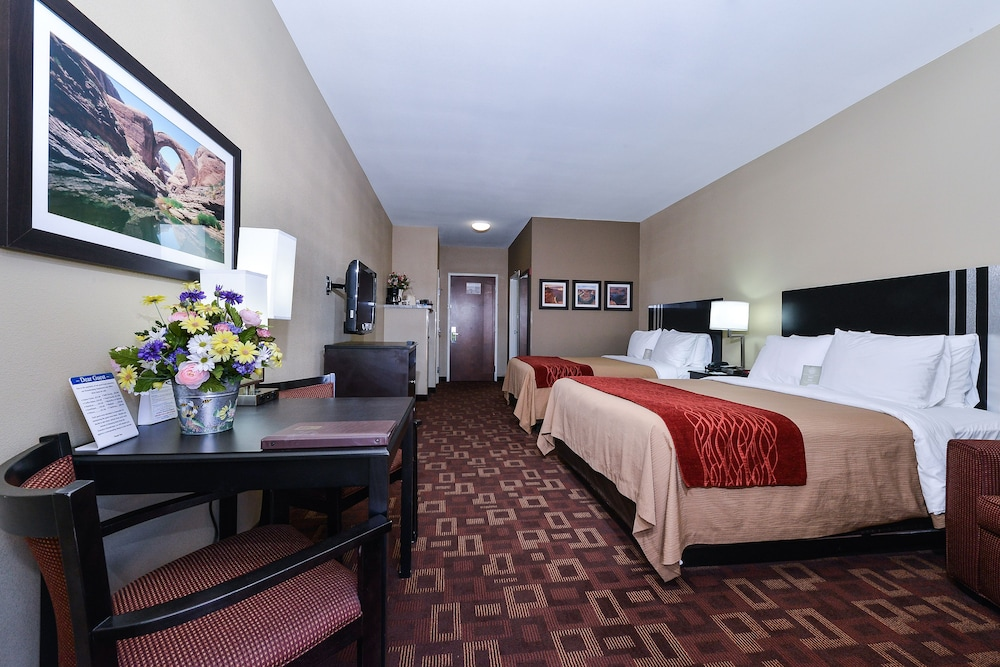 Room, Comfort Inn & Suites Page at Lake Powell