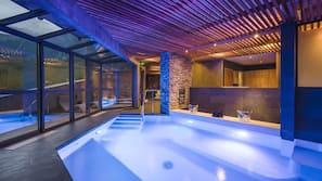 Indoor pool, sun loungers
