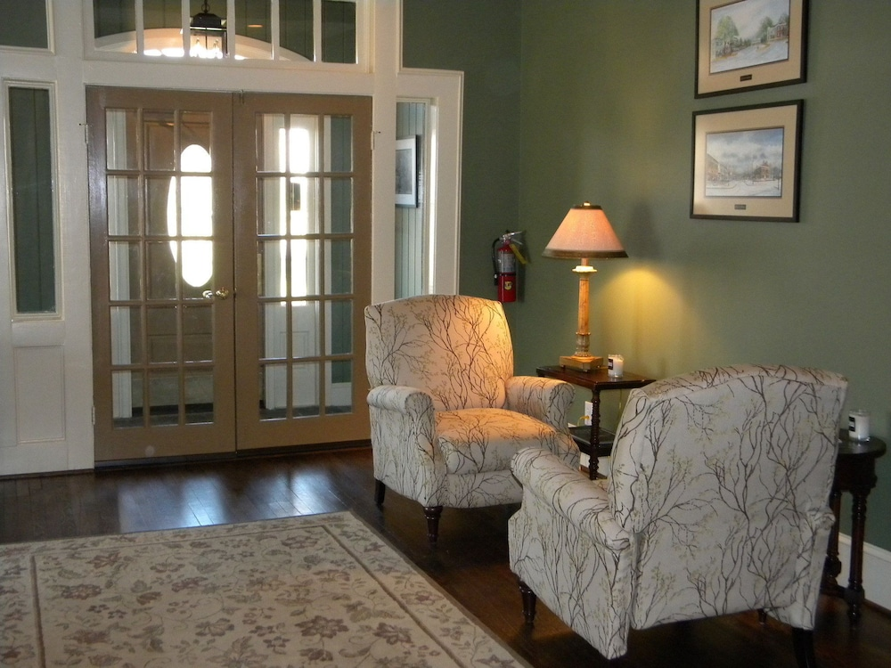 Lobby Sitting Area, The Smith House