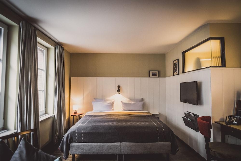 henri hotel hamburg downtown reviews photos rates. Black Bedroom Furniture Sets. Home Design Ideas