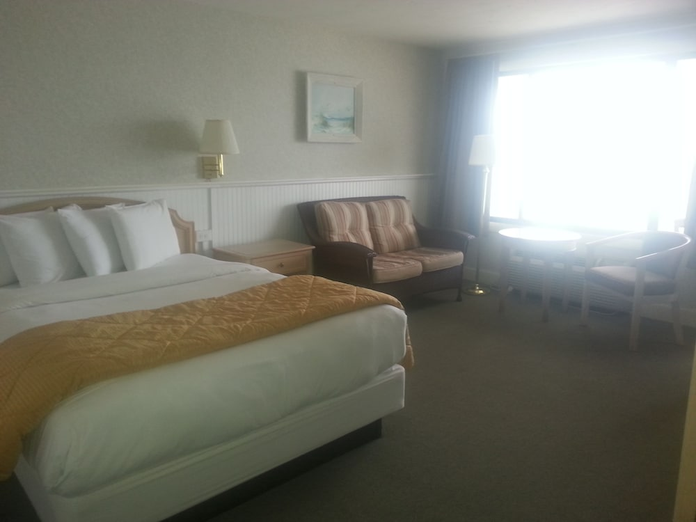 Pilgrim Sands On Long Beach 2 0 Out Of 5 Featured Image Guestroom