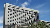 Holiday Inn & Suites Makati - Makati Hotels