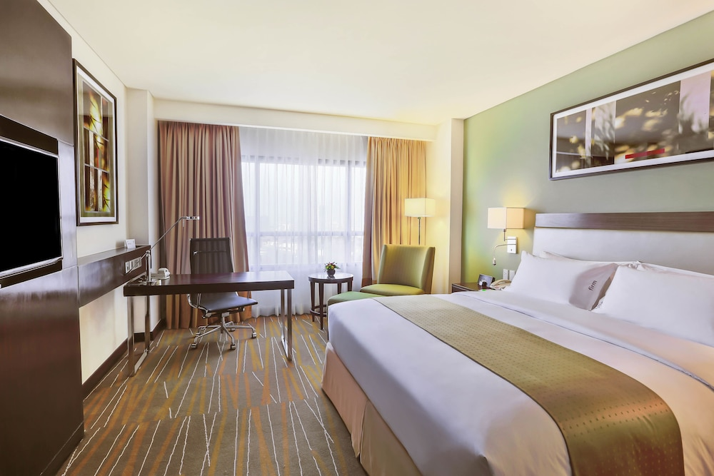 Image Result For Holiday Inn Makati