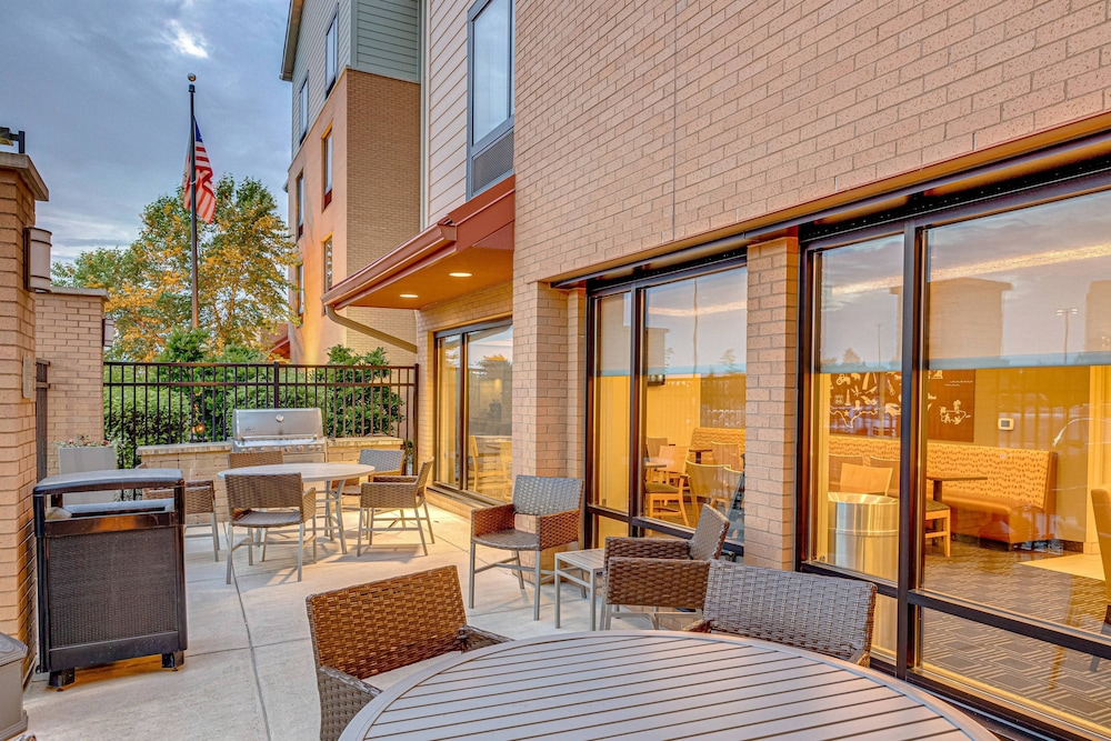 BBQ/Picnic Area, TownePlace Suites by Marriott Ann Arbor