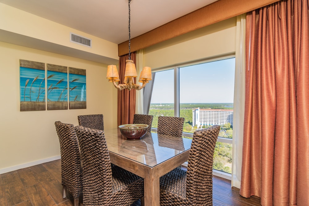 In-Room Dining, Luau at Sandestin