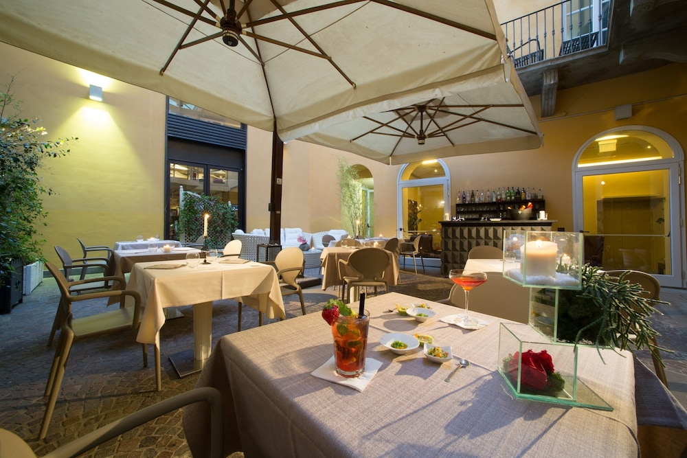 Outdoor Dining, Hotel Firenze Number Nine