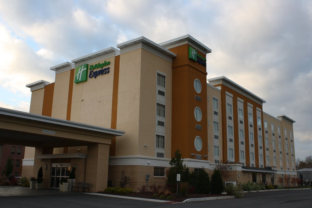Exterior, Holiday Inn Express Toledo North, an IHG Hotel