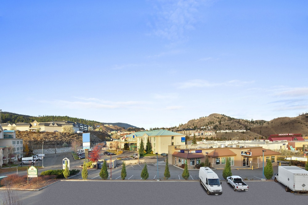 Property Grounds, Days Inn by Wyndham Kamloops BC