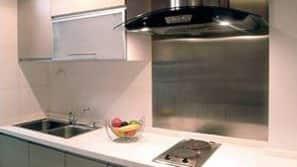 大型雪櫃/冰箱、微波爐、咖啡機/沖茶器、廚房用具/餐具/器皿