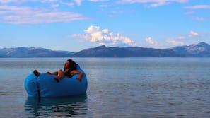 Kayak, navigation en bateau à moteur, canoë, pêche sur place