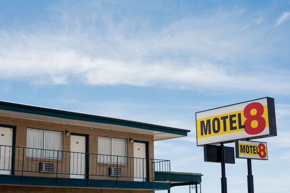 Super 8 Worldwide, formerly Super 8 Motels, is the world's largest budget hotel chain, with hotels in the United States, Canada and gusajigadexe.cf company is a subsidiary of Wyndham Worldwide, formerly a .