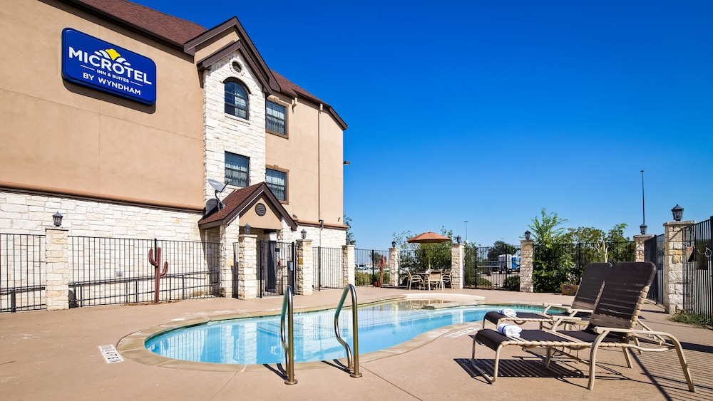 Outdoor Pool, Microtel Inn & Suites by Wyndham Buda Austin South
