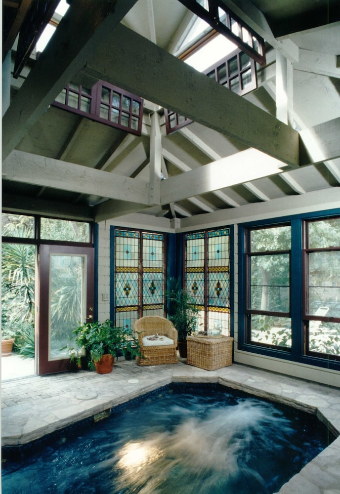 Indoor Pool, Noble Inns