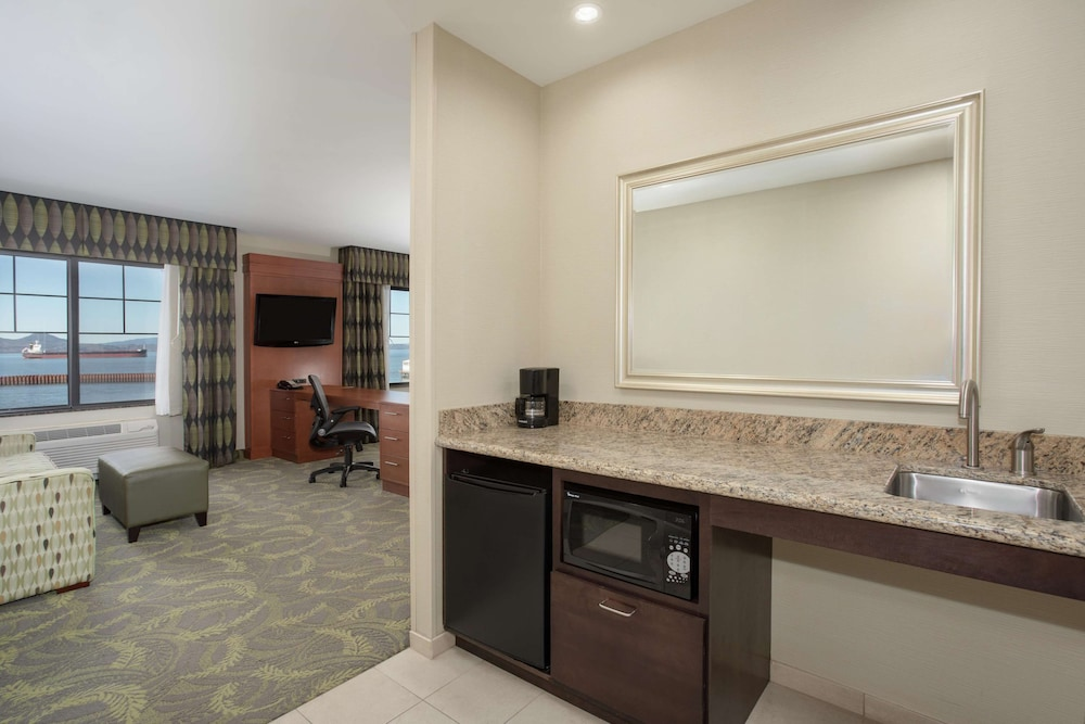 Minibar, Hampton Inn and Suites Astoria
