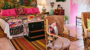 Minibar, caja fuerte, decoración individual y mobiliario individual