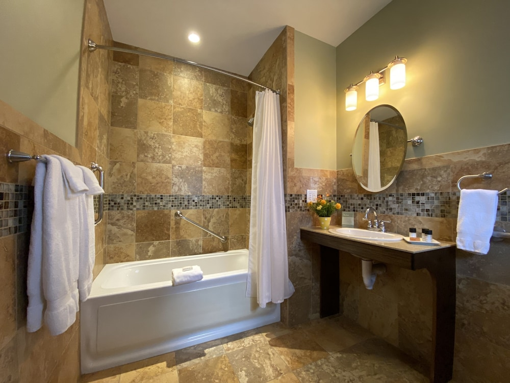 Bathroom, Showers Inn