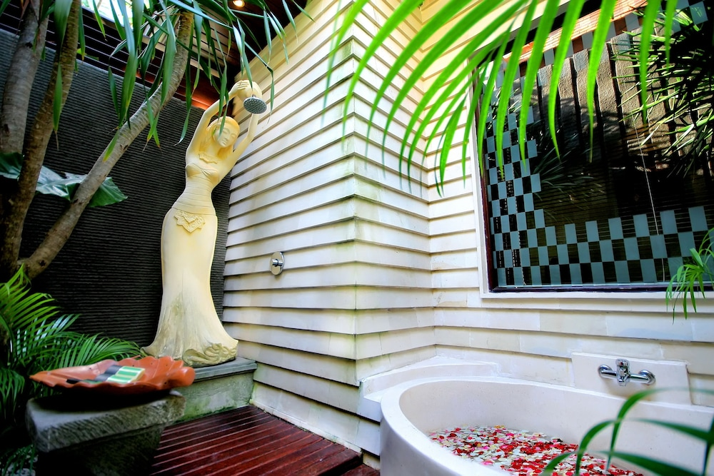 Deep Soaking Bathtub, The Bali Dream Villa Seminyak