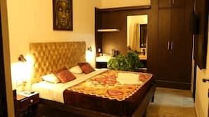 Memory foam beds, in-room safe, free WiFi, linens