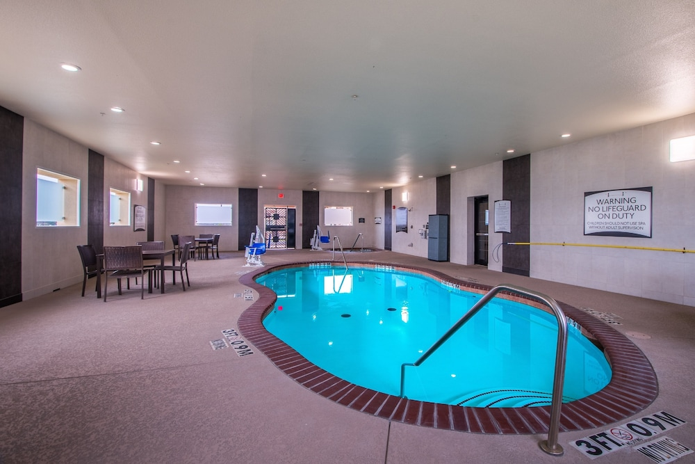 Pool, Staybridge Suites Longview, an IHG Hotel