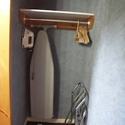 Iron/Ironing Board