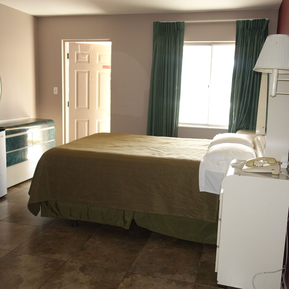 Room, Palm City Motel