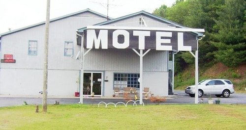 Check Expedia for Availability of Country View Inn