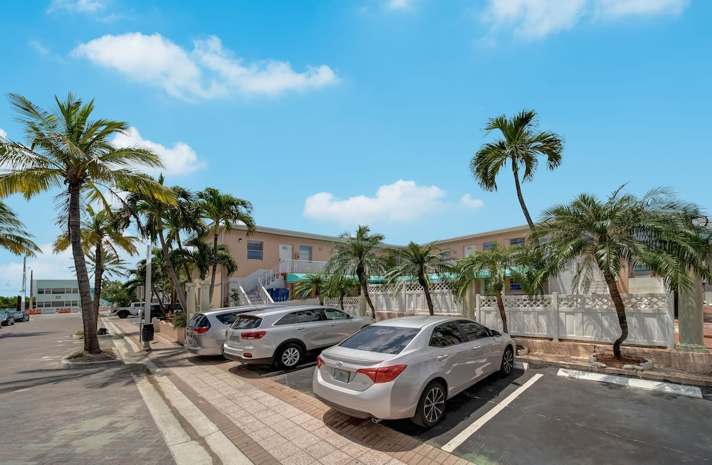 Street View, Hollywood Beach Blue Wave