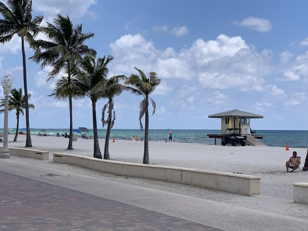 Bicycling, Hollywood Beach Blue Wave