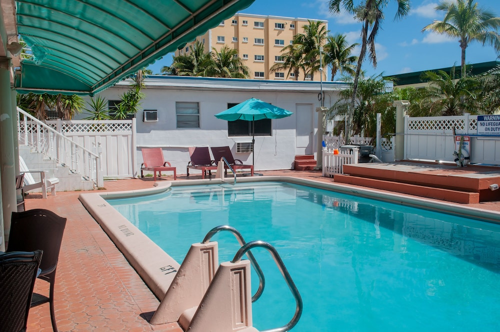 Outdoor Pool, Hollywood Beach Blue Wave
