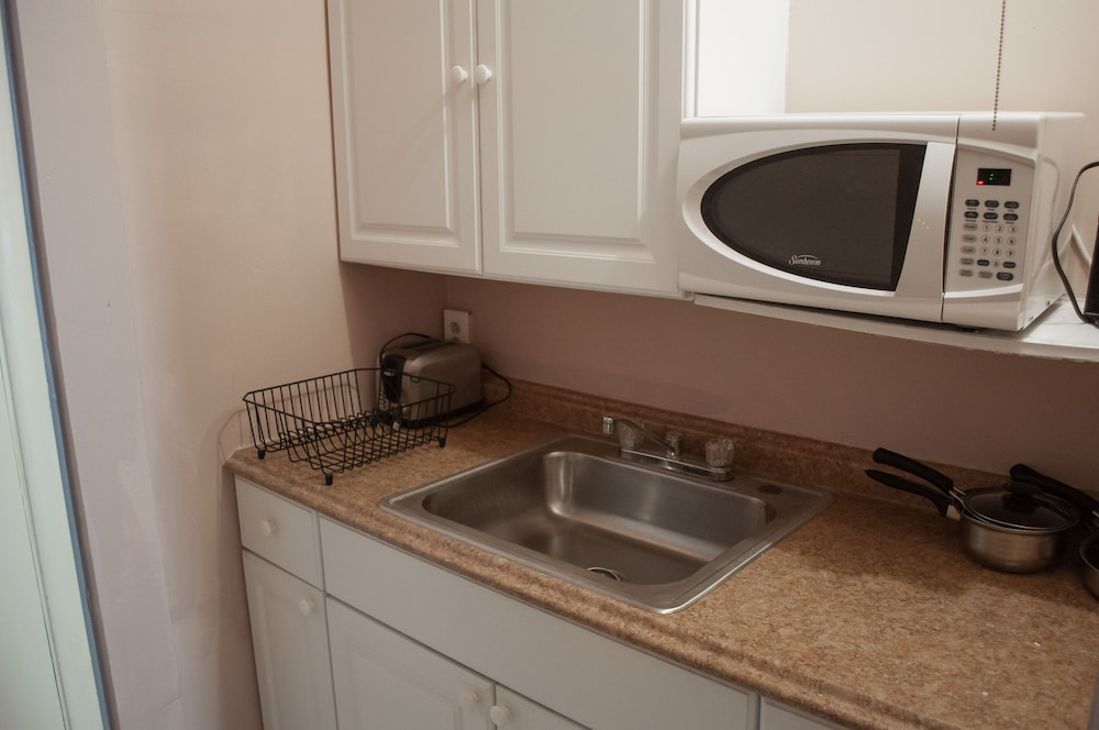 Private Kitchenette, Hollywood Beach Flamingo