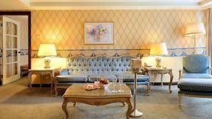 羽絨被、房內夾萬、設計自成一格、家具佈置各有特色