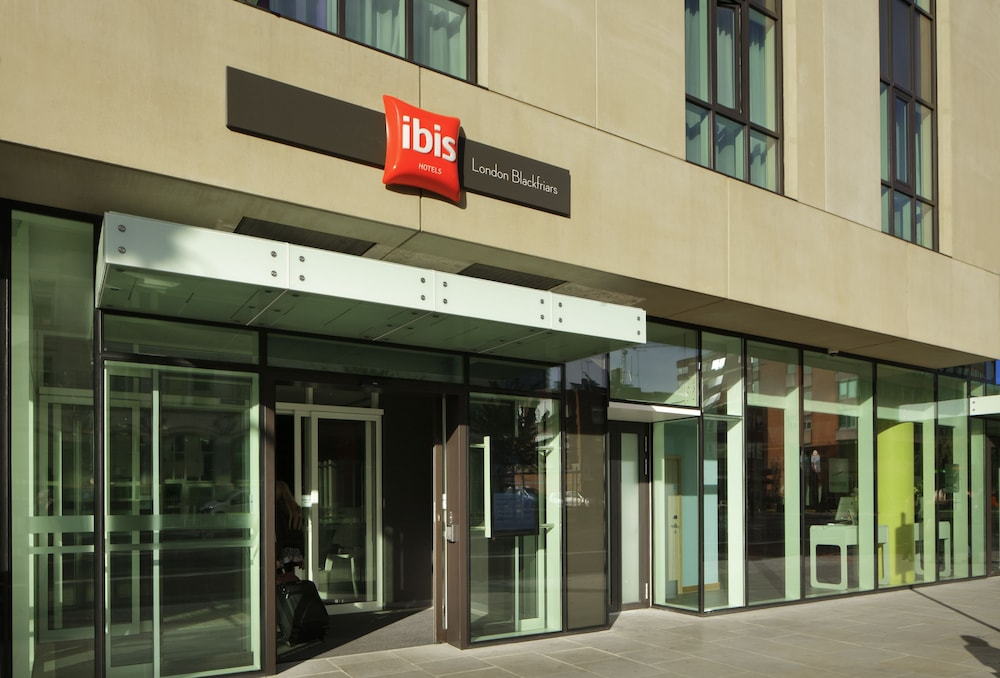 Property Entrance, ibis London Blackfriars
