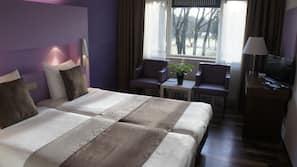 Zimmersafe, Schreibtisch, kostenpflichtige Babybetten