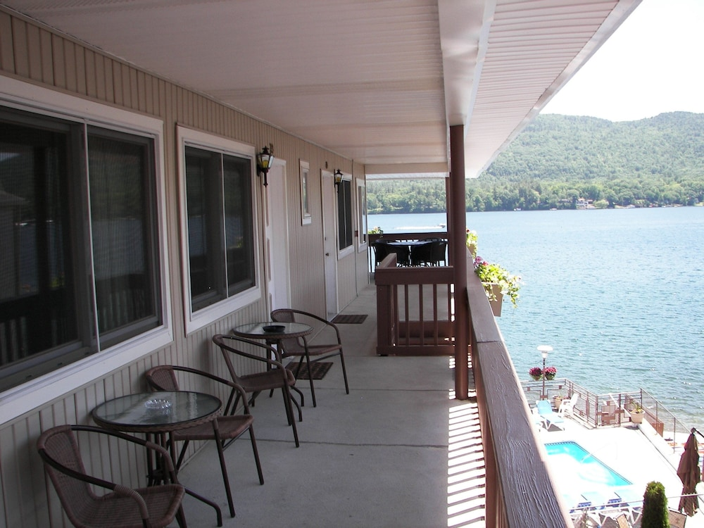 Terrace/Patio, The Lake Motel