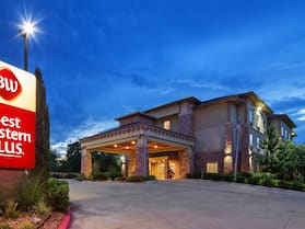 Best Western Plus Goliad Inn & Suites