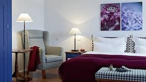 Kostenlose Minibar, Zimmersafe, individuell dekoriert, Schreibtisch