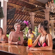 Bar Tepi Kolam Renang
