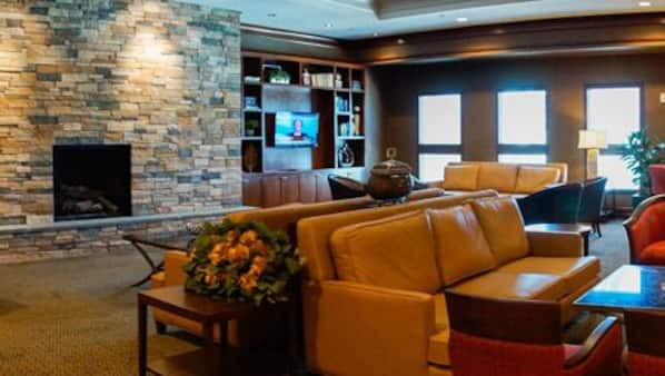 2 bars/lounges, lobby lounge