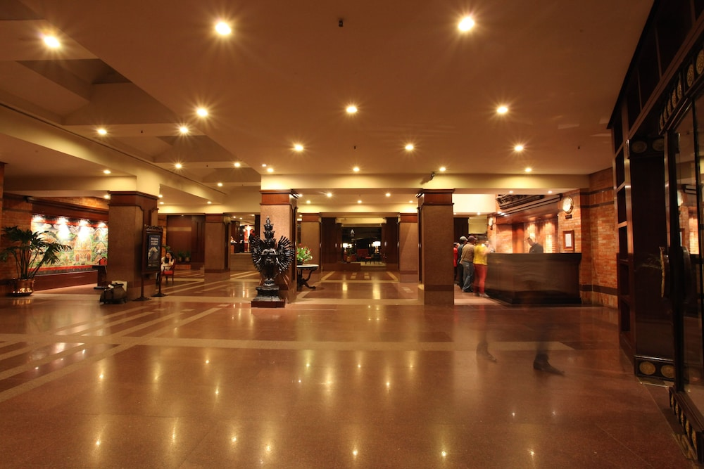 Hotel Yak Yeti 5 0 Out Of Garden View Featured Image Lobby