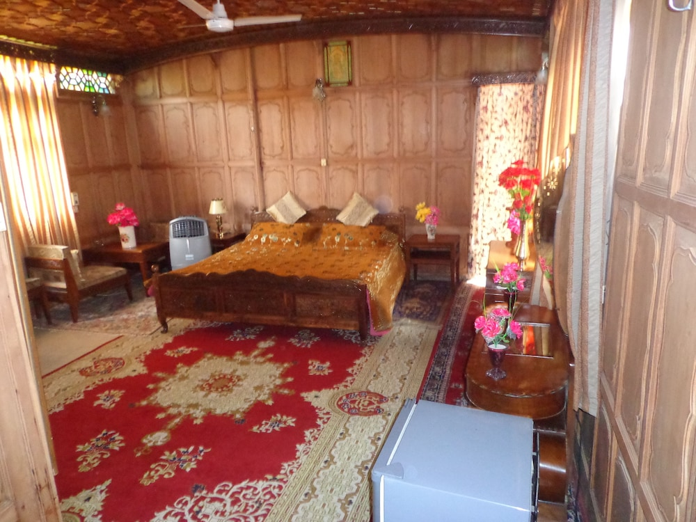 Alif Laila Group of Houseboats (Srinagar, IND): Great Rates