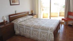 1 dormitorio, cunas o camas infantiles (de pago), ropa de cama